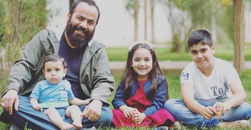 روحانی تلگرامی به همراه فرزندانش